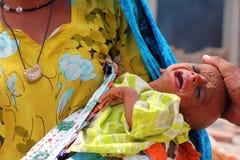 Griterío enfermo del bebé del refugiado Fotografía de archivo libre de regalías