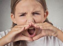 Griterío furiosa de la muchacha del adolescente Foto de archivo libre de regalías