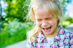 Griterío triste de la niña Imagen de archivo libre de regalías