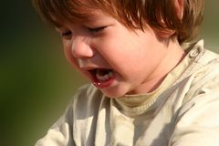 Griterío y niño hambriento imagen de archivo libre de regalías