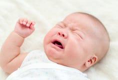 Griterío recién nacido del bebé Fotos de archivo