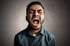 Grito asiático del hombre muy ruidosamente Imagen de archivo