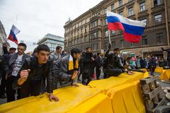 Grito de los partidarios de la oposición durante una protesta Imágenes de archivo libres de regalías
