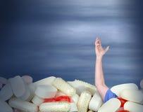 Grito de socorro crónico de la medicación para el dolor del apego de la tenencia ilícita de drogas Foto de archivo libre de regalías