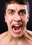 Grito del hombre dado una sacudida eléctrica y asustado Fotos de archivo libres de regalías