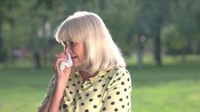 Grito idoso da mulher video estoque