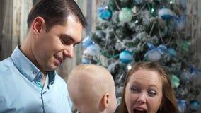 Gritos felices de la familia del primer de la alegría metrajes