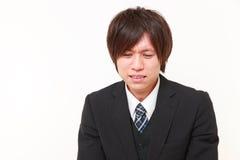 Gritos japoneses jovenes del hombre de negocios Imagen de archivo libre de regalías