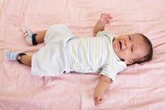 Gritos recém-nascidos do bebê Fotografia de Stock