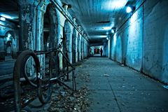 Gritty dark Chicago city street at night. Royalty Free Stock Photography