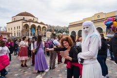 Grkowie świętuje karnawał przy Monastiraki kwadratem w Ateny obrazy royalty free