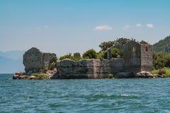 Grmozur fästning, sjö Skadar, Montenegro, Europa royaltyfria foton