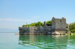 Grmozur - isla abandonada de la prisión Parque nacional de Skadar del lago imagen de archivo