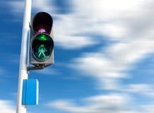 Grön färg på trafikljuset för gångare Arkivfoto