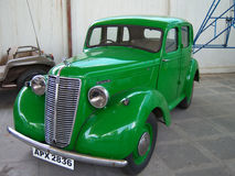 Grön tappningbil på Sudha Cars Museum, Hyderabad Royaltyfria Bilder