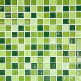 Grön tegelplattavägg Arkivbild