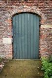 Grön trädgårds- dörr Arkivfoto
