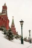 Gränd Alexander Garden nära väggarna av MoskvaKreml, Rus Royaltyfria Bilder