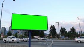 Grüne Anschlagtafel für Ihre Anzeige stock footage
