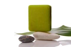 Grüne Seife auf Stein Stockfoto