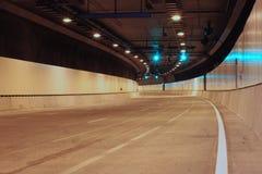 Grüne Tunnel-Leuchten Stockfotos