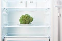 Offener und leerer kuhlschrank vektor abbildung bild for Grüner kühlschrank