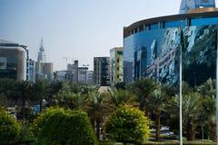 Grüner Riyadh-und Faisaliah Kontrollturm Lizenzfreies Stockbild