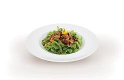 Grüner Salat mit geräucherten Lachsen Stockbilder
