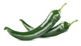 Grüner scharfer Paprika pfeffert das Doppelte, das auf weißem Hintergrund lokalisiert wird Lizenzfreie Stockfotos