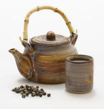 Grüner Tee und Potenziometer des chinesischen Perlenjasmins Lizenzfreie Stockfotos