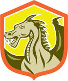 Grünes Dragon Head Shield Cartoon Lizenzfreie Stockfotos
