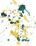 Grünes und gelbes Aquarellhintergrundspritzen Stockbilder