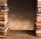 Gräns med antika böcker Fotografering för Bildbyråer