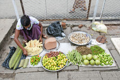 Grönsakförsäljareyangon myanmar gata Arkivbild