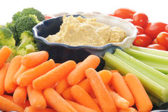 Grönsakuppläggningsfat med hummus Royaltyfria Foton