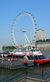 Gränsmärket rullar in London Royaltyfri Fotografi