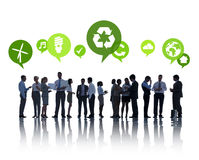 Grönt affärsfolk som har gruppdiskussion Arkivfoto