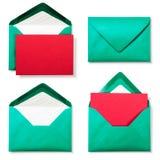 Grönt kuvert med det röda kortet Arkivfoton