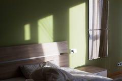 Grönt sovrum Arkivfoto
