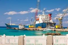 Groß Barge herein Grand Cayman lizenzfreies stockbild