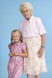 Groß - Großmutter und Enkelkind Lizenzfreie Stockfotos