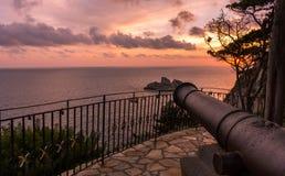 Großartige Ansicht des Sonnenuntergangs von der Kanone in Palaiokastritsa Korfu Griechenland stockbilder