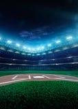 Großartige Arena des professionellen Baseballs in der Nacht lizenzfreie stockfotos