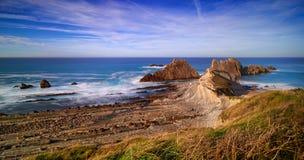 Großartige Felsformationen auf der Küste von Kantabrien, Spanien stockbilder