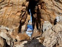 Großartige Felsformationen auf der Küste von Kantabrien, Spanien lizenzfreies stockbild