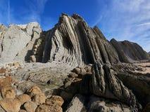 Großartige Felsformationen auf der Küste von Kantabrien, Spanien stockbild