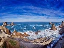 Großartige Felsformationen auf der Küste von Kantabrien, Spanien stockfoto