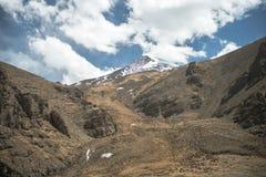 Großartige Gebirgslandschaft auf der Wanderung des Mount Everest-niedrigen Lagers durch den Himalaja, Nepal Lizenzfreie Stockbilder