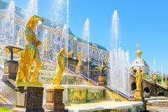 Großartige Kaskade in Perterhof-Palast, St Petersburg Stockbilder