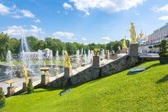 Großartige Kaskade von Peterhof-Palast, St Petersburg, Russland Stockbilder